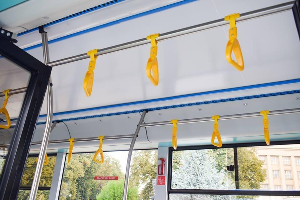 Ужгородцям показали облаштування двох нових автобусів, які вийдуть на маршрути №№ 18,20 (ФОТО), фото-15