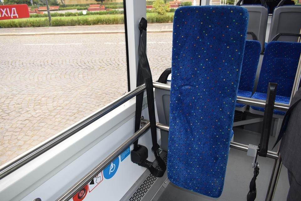 Ужгородцям показали облаштування двох нових автобусів, які вийдуть на маршрути №№ 18,20 (ФОТО), фото-17