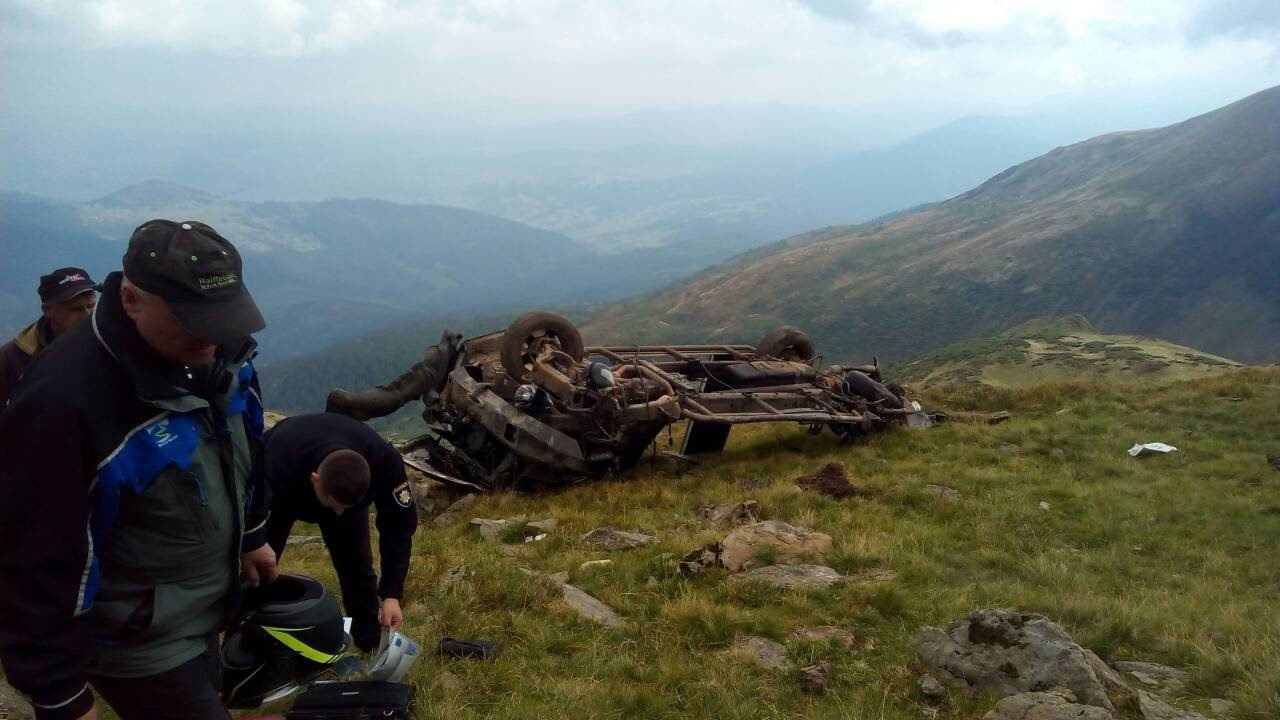 На Рахівщині з гори зірвався позашляховик: двоє киян, 48-ми та 27-ми років, загинули (ФОТО), фото-4