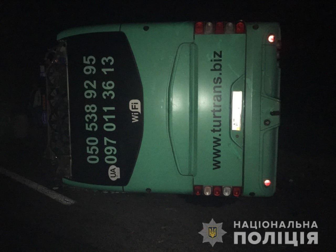В поліції розповіли деталі смертельного ДТП на Львівщині, в якій постраждали закарпатці (ФОТО), фото-1