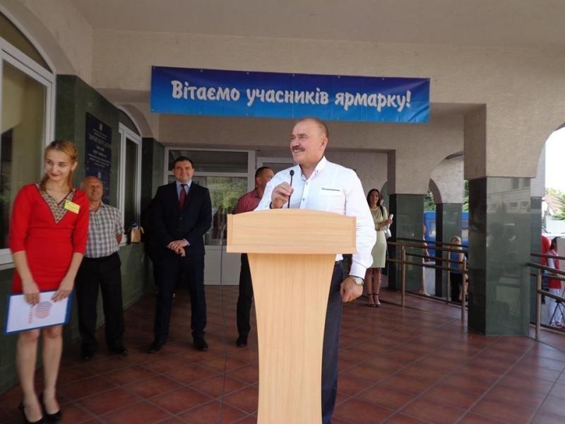 В Ужгороді роботодавці розшукують близько півтисячі працівників (ФОТО), фото-1