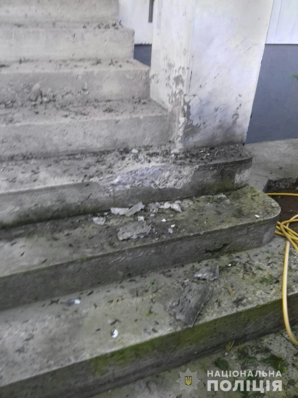 У Виноградові на подвір'ї будинку прогримів вибух (ФОТО), фото-1