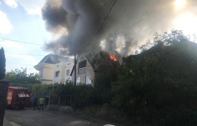 У Мукачеві з палаючого будинку врятували дитину (ФОТО, ВІДЕО), фото-3