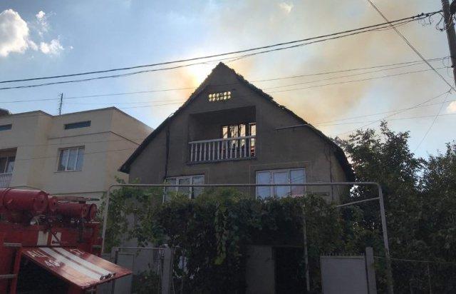 У Мукачеві з палаючого будинку врятували дитину (ФОТО, ВІДЕО), фото-4