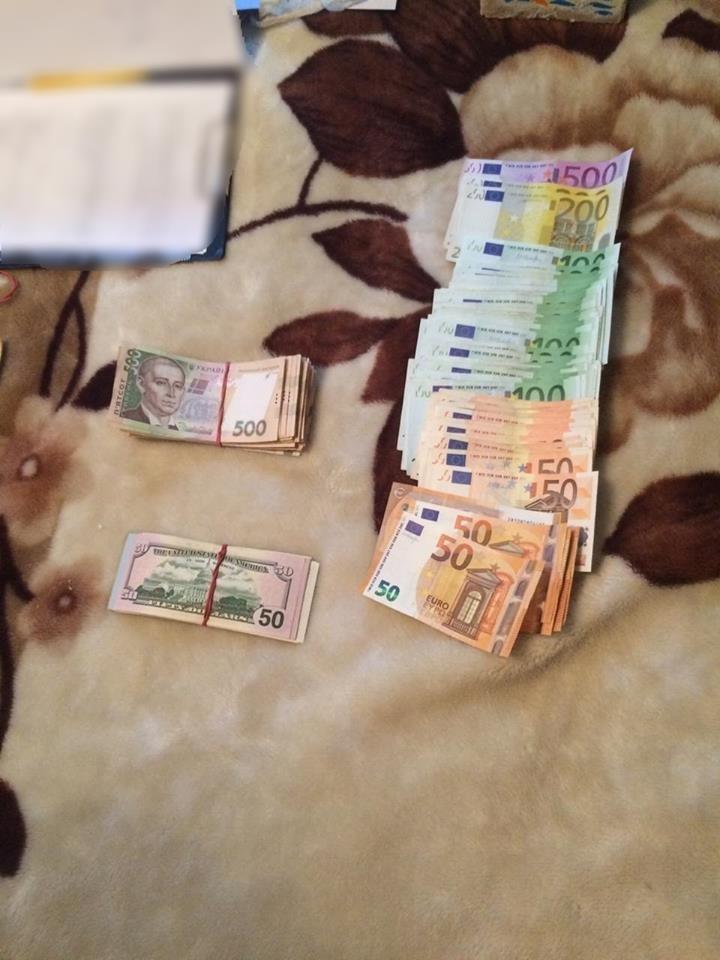 На Закарпатті затримали лісника, який вимагав 15 тисяч гривень хабара за незаконну вирубку дуба (ФОТО), фото-5