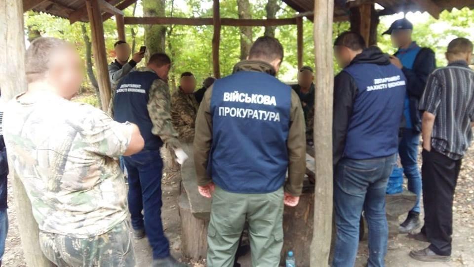 На Закарпатті затримали лісника, який вимагав 15 тисяч гривень хабара за незаконну вирубку дуба (ФОТО), фото-4