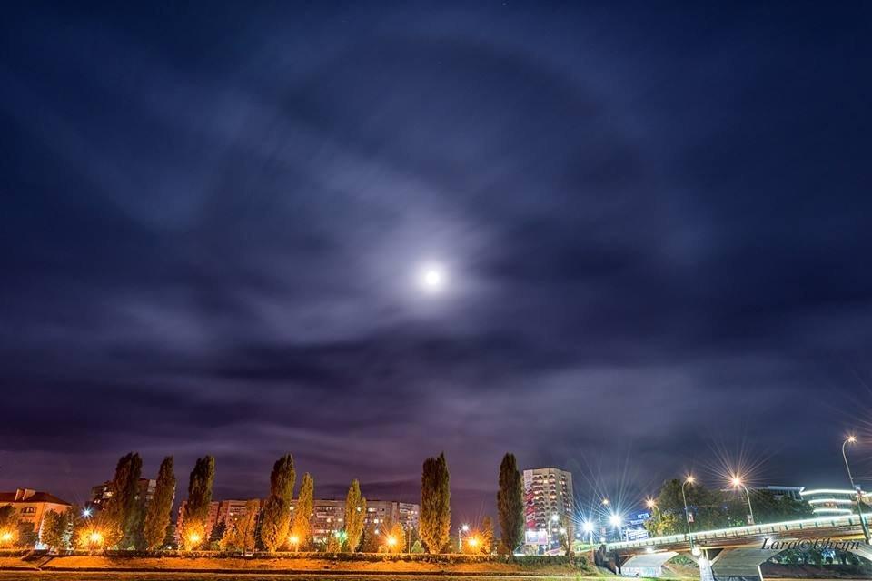 """На нічному небі міста ужгородському фотографу вдалось спіймати """"гало"""" (ФОТОФАКТ), фото-1"""