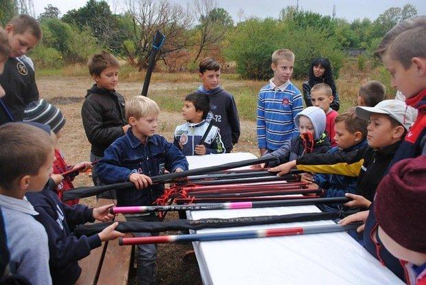 На «Кірпічці» провели благодійний захід «Ужгородські поплавці», де навчали правильно вудити рибу (ФОТО), фото-1