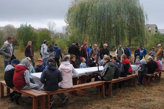 На «Кірпічці» провели благодійний захід «Ужгородські поплавці», де навчали правильно вудити рибу (ФОТО), фото-7