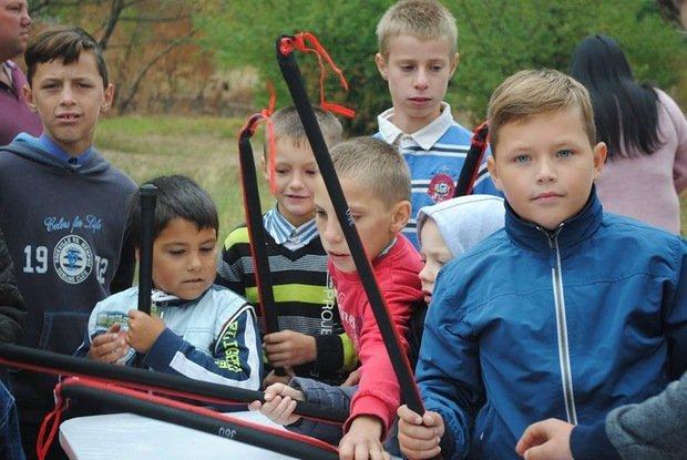 На «Кірпічці» провели благодійний захід «Ужгородські поплавці», де навчали правильно вудити рибу (ФОТО), фото-9