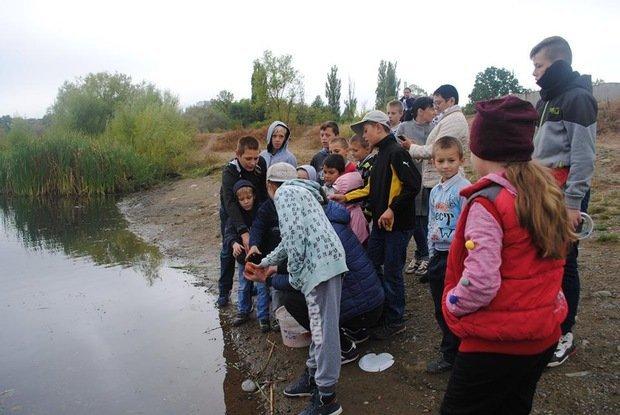 На «Кірпічці» провели благодійний захід «Ужгородські поплавці», де навчали правильно вудити рибу (ФОТО), фото-14