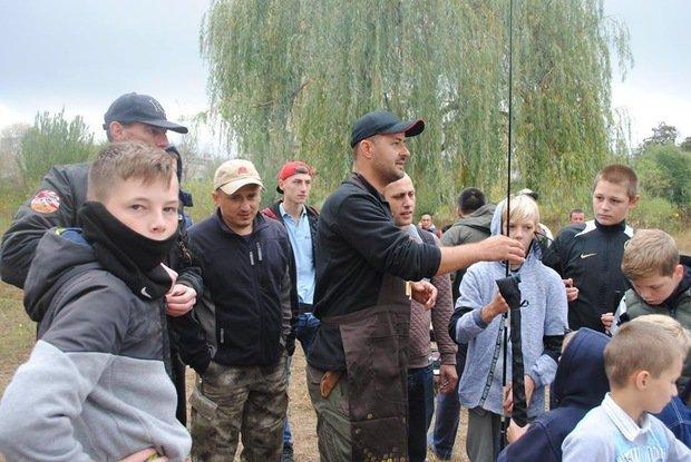 На «Кірпічці» провели благодійний захід «Ужгородські поплавці», де навчали правильно вудити рибу (ФОТО), фото-11