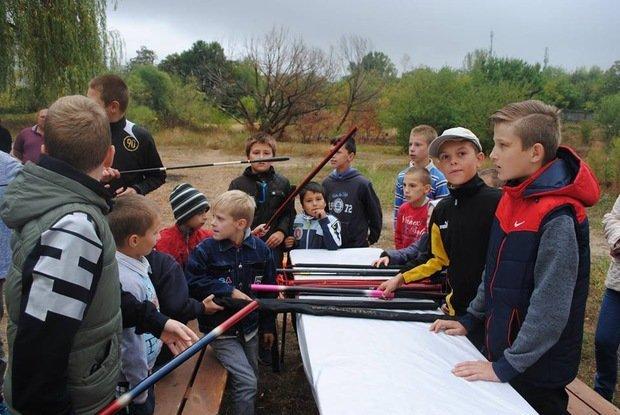 На «Кірпічці» провели благодійний захід «Ужгородські поплавці», де навчали правильно вудити рибу (ФОТО), фото-12