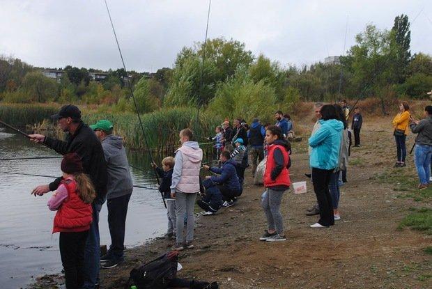 На «Кірпічці» провели благодійний захід «Ужгородські поплавці», де навчали правильно вудити рибу (ФОТО), фото-6