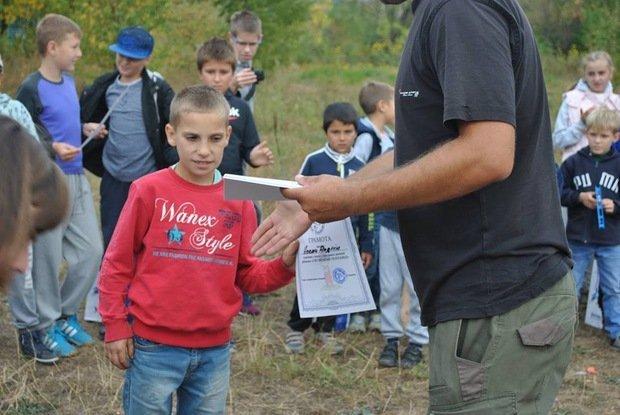 На «Кірпічці» провели благодійний захід «Ужгородські поплавці», де навчали правильно вудити рибу (ФОТО), фото-8