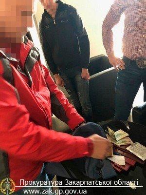 На Закарпатті затримали керівника одного з підрозділів У ДСНС, який вимагав 750 доларів хабара за працевлаштування (ФОТО), фото-4