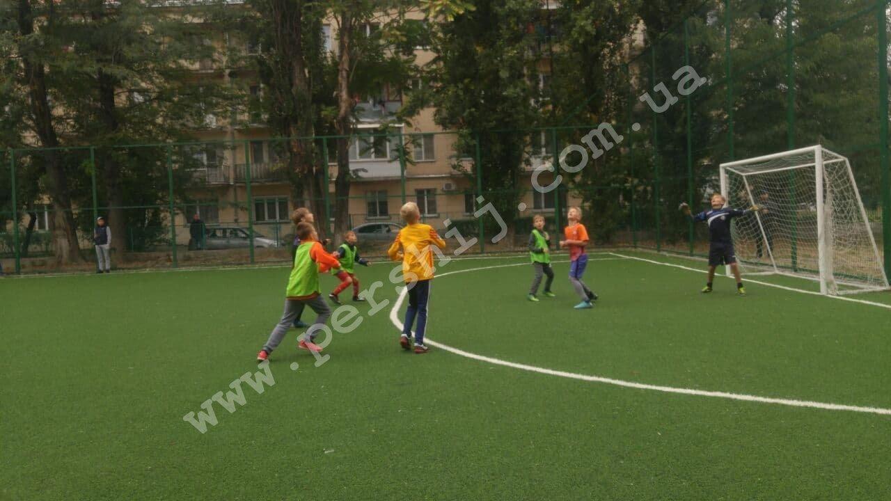 В Ужгороді побільшало спортивних майданчиків зі штучним покриттям (ФОТО), фото-1