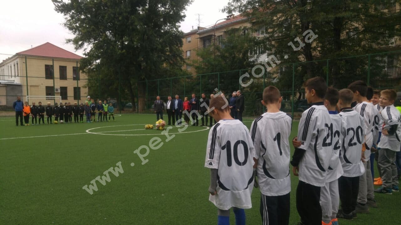 В Ужгороді побільшало спортивних майданчиків зі штучним покриттям (ФОТО), фото-3