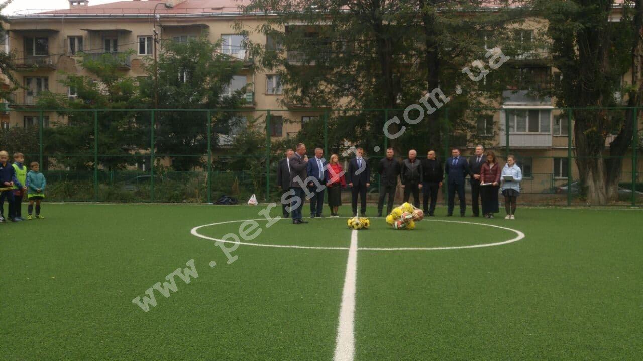 В Ужгороді побільшало спортивних майданчиків зі штучним покриттям (ФОТО), фото-4