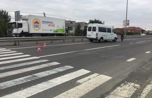 ДТП біля Ужгорода: Мікроавтобус збив пішохода на переході (ФОТО), фото-2