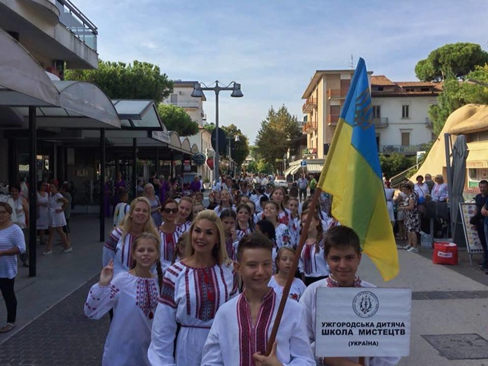 Учні Ужгородської дитячої школи мистецтв гідно представили Україну на Міжнародному фестивалі в Італії (ФОТО), фото-3