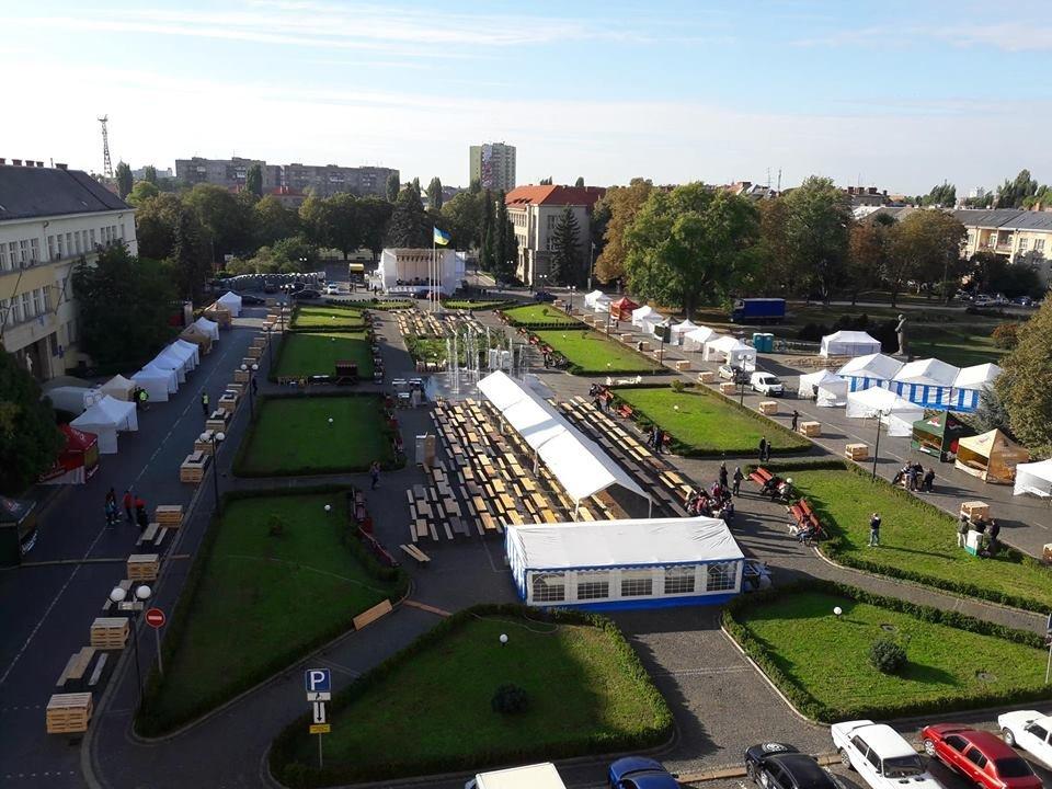 Їжа, напої та музика: В Ужгороді стартували Чеські дні (ВІДЕО, ФОТО), фото-1