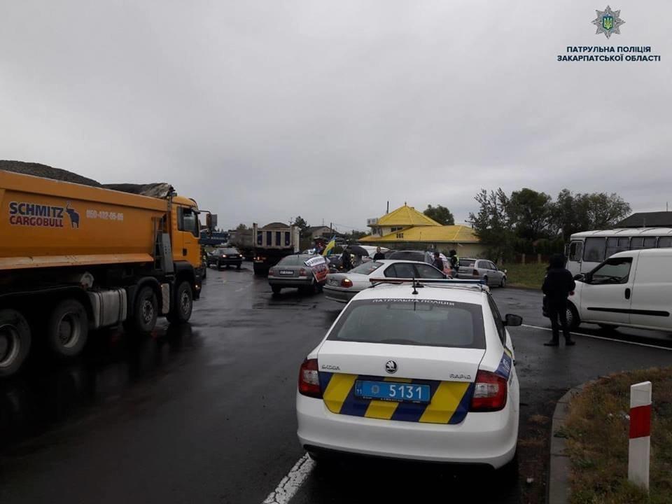 При виїзді з Ужгорода ускладнений рух через мирний мітинг водіїв авто на іноземній реєстрації (ФОТО, ВІДЕО), фото-3