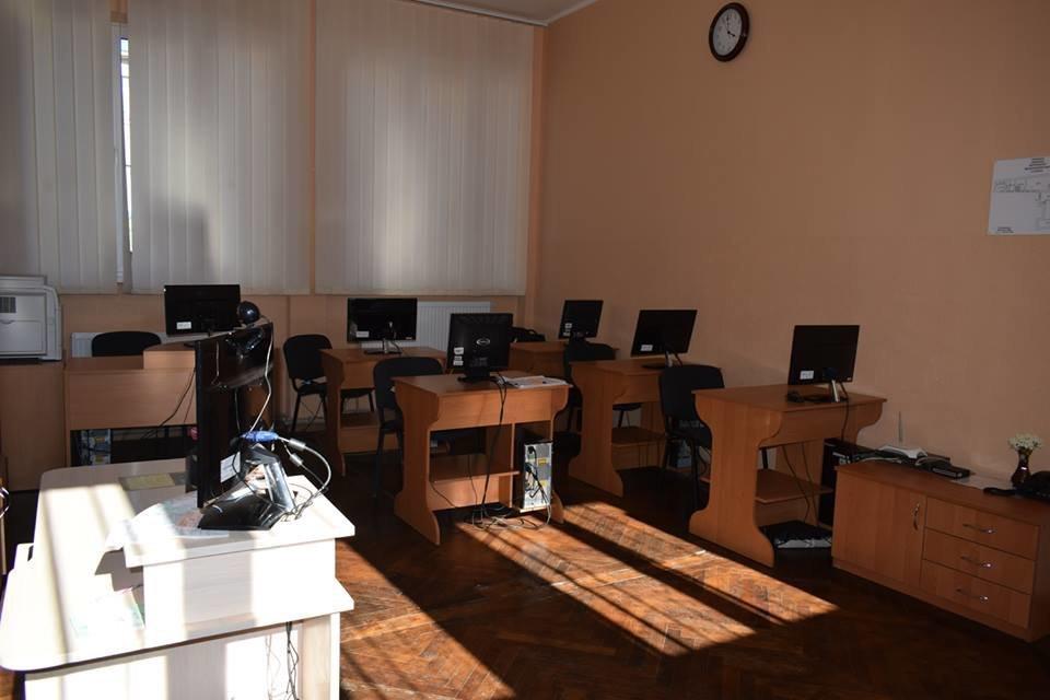 В Ужгороді з нагоди професійного свята привітали працівників бібліотек Ужгорода (ФОТО), фото-12