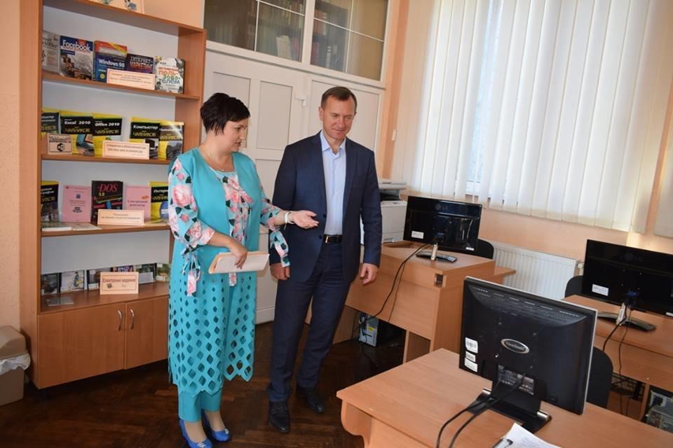 В Ужгороді з нагоди професійного свята привітали працівників бібліотек Ужгорода (ФОТО), фото-15