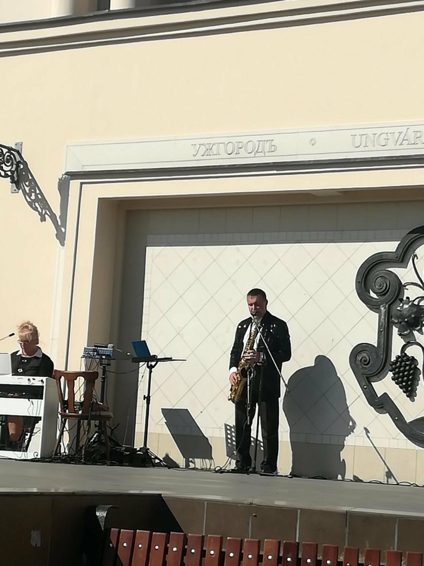 В Ужгороді на Театральній влаштували свято для людей похилого віку (ФОТОРЕПОРТАЖ), фото-3