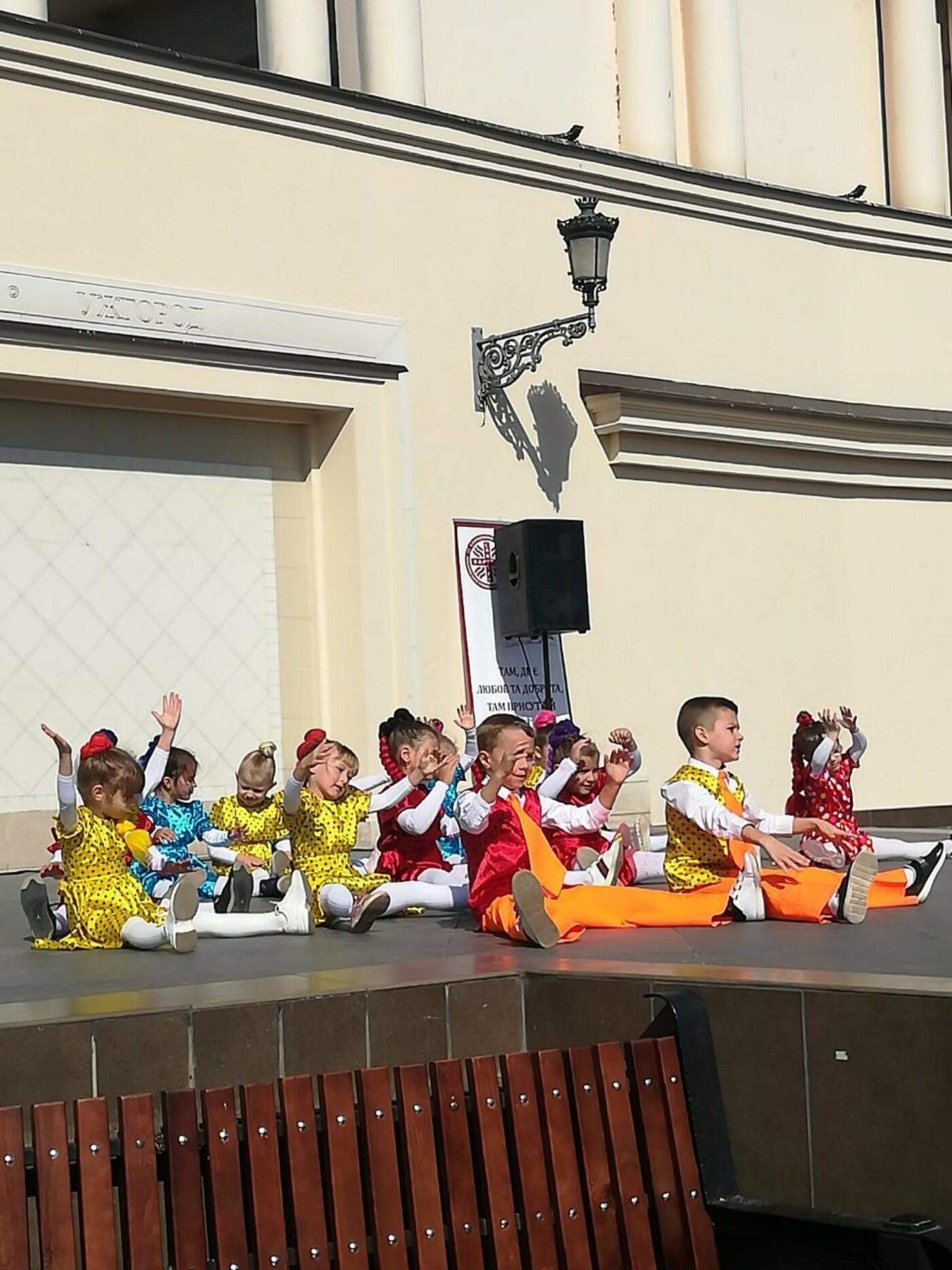 В Ужгороді на Театральній влаштували свято для людей похилого віку (ФОТОРЕПОРТАЖ), фото-10