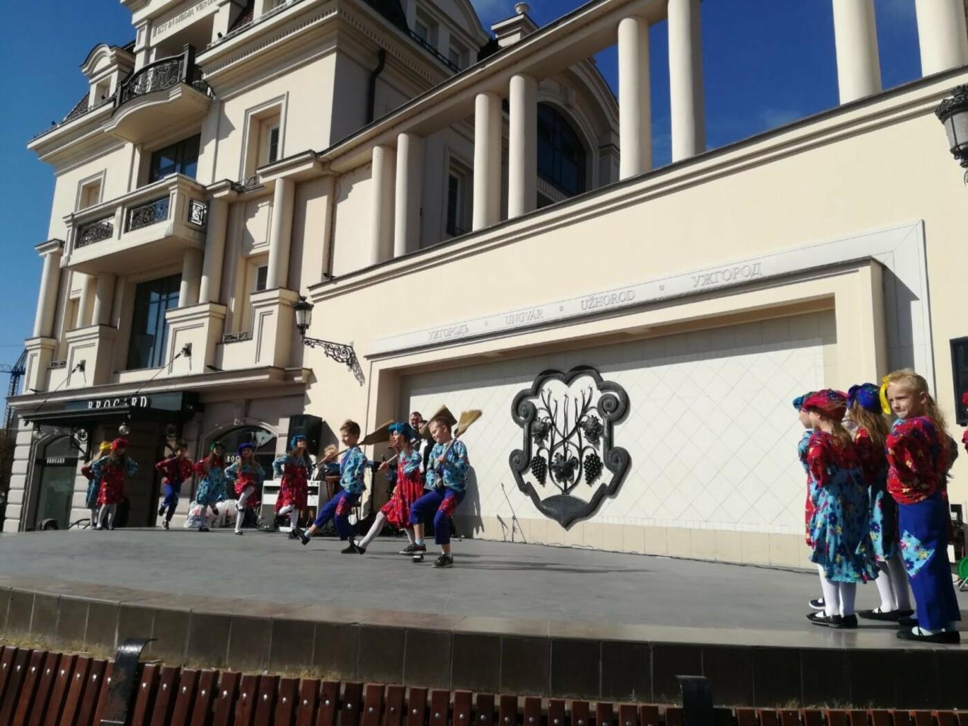 В Ужгороді на Театральній влаштували свято для людей похилого віку (ФОТОРЕПОРТАЖ), фото-26
