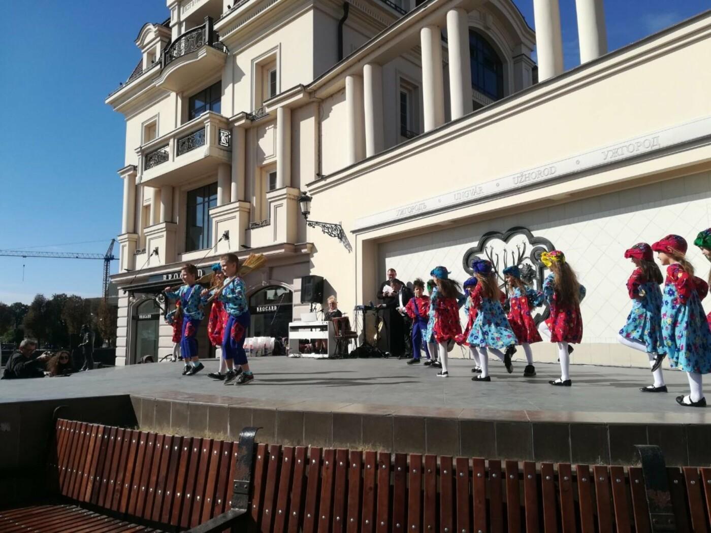 В Ужгороді на Театральній влаштували свято для людей похилого віку (ФОТОРЕПОРТАЖ), фото-32