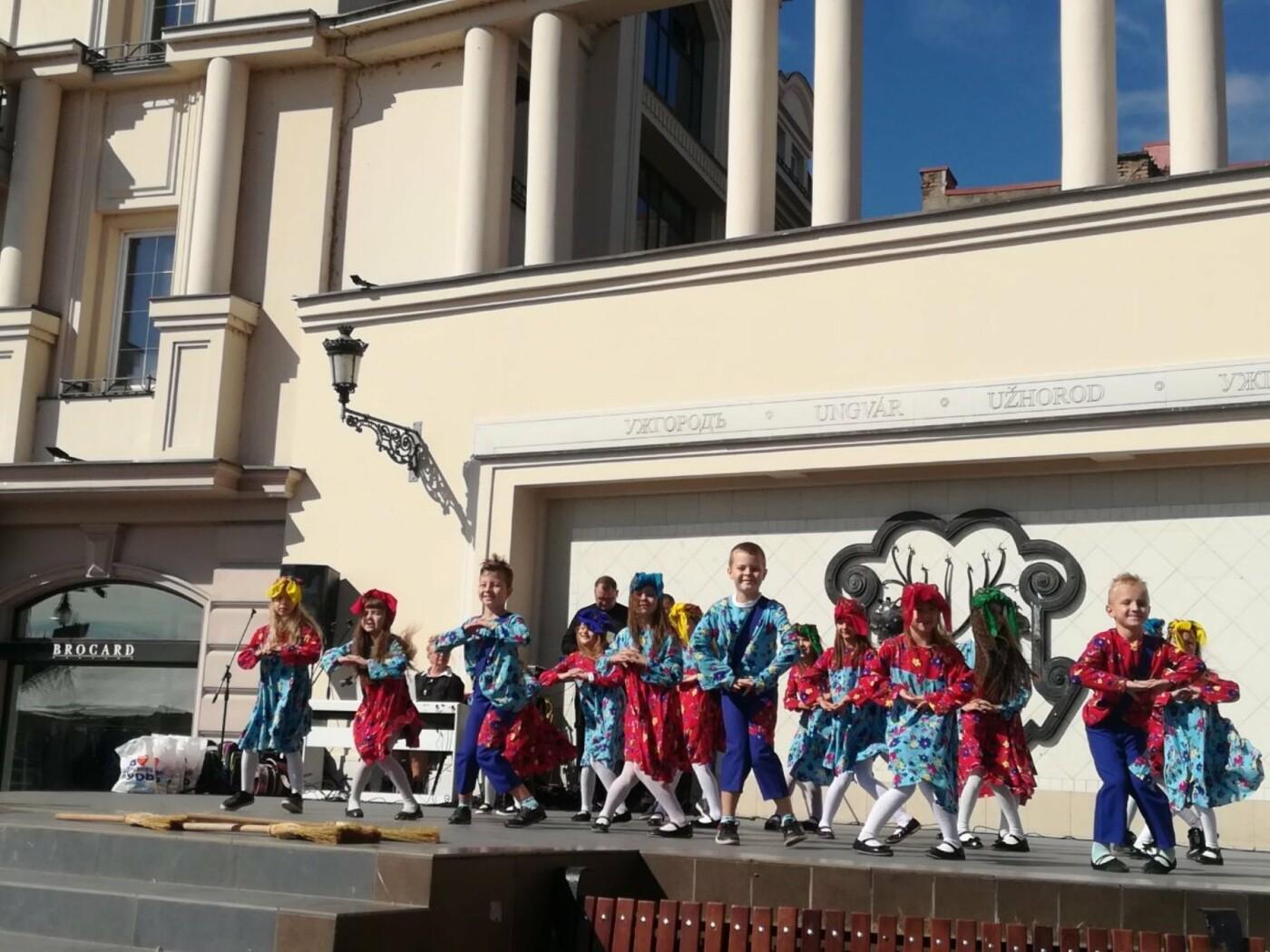 В Ужгороді на Театральній влаштували свято для людей похилого віку (ФОТОРЕПОРТАЖ), фото-27