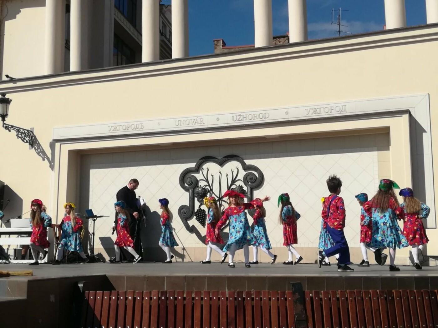 В Ужгороді на Театральній влаштували свято для людей похилого віку (ФОТОРЕПОРТАЖ), фото-23