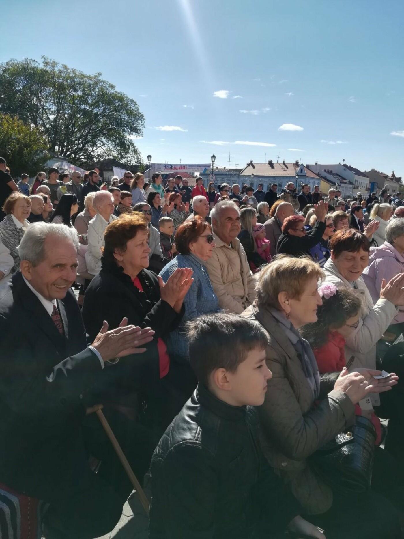В Ужгороді на Театральній влаштували свято для людей похилого віку (ФОТОРЕПОРТАЖ), фото-25