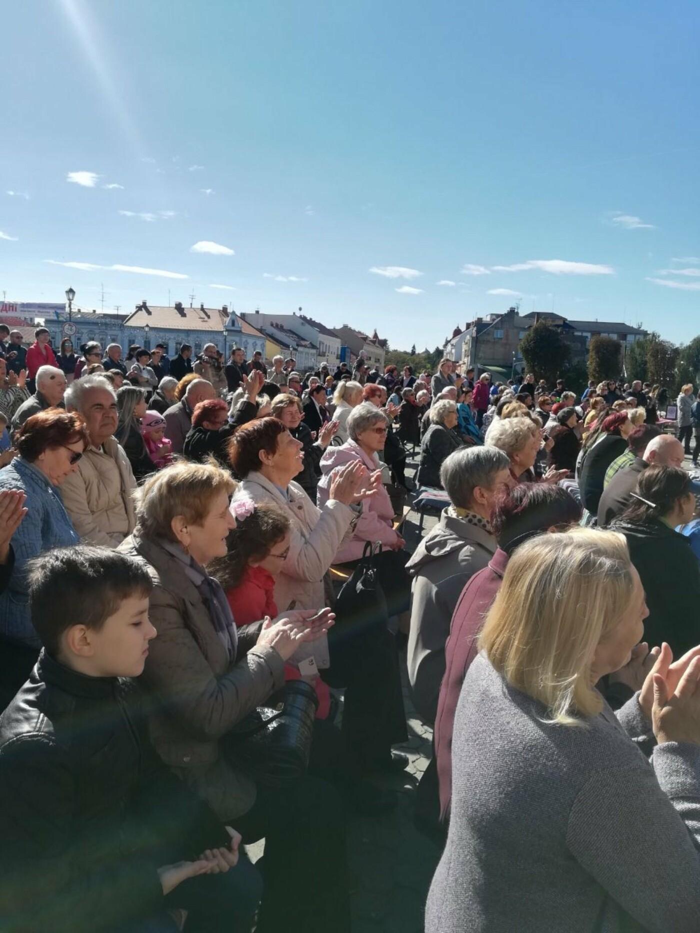 В Ужгороді на Театральній влаштували свято для людей похилого віку (ФОТОРЕПОРТАЖ), фото-31