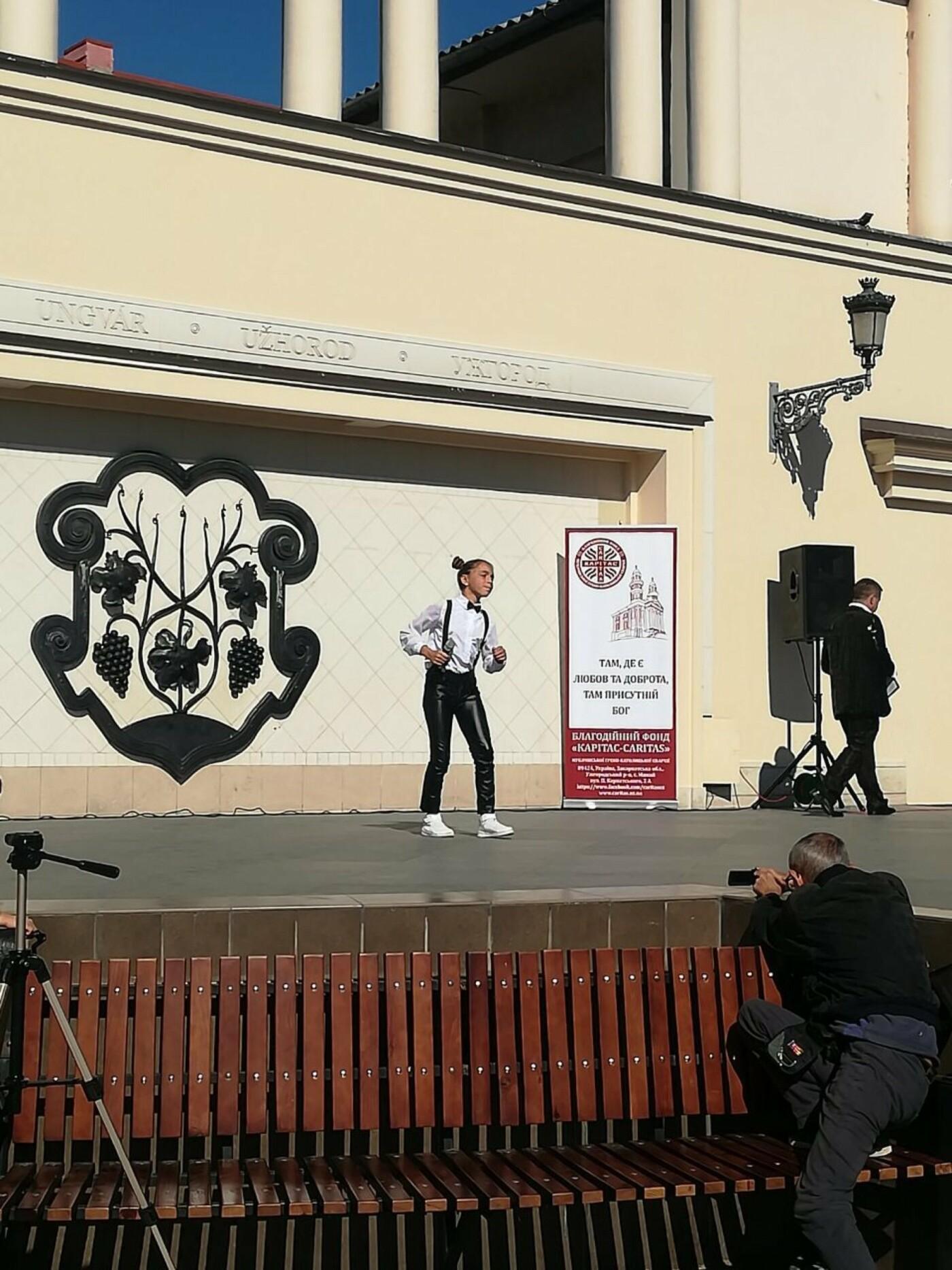 В Ужгороді на Театральній влаштували свято для людей похилого віку (ФОТОРЕПОРТАЖ), фото-46