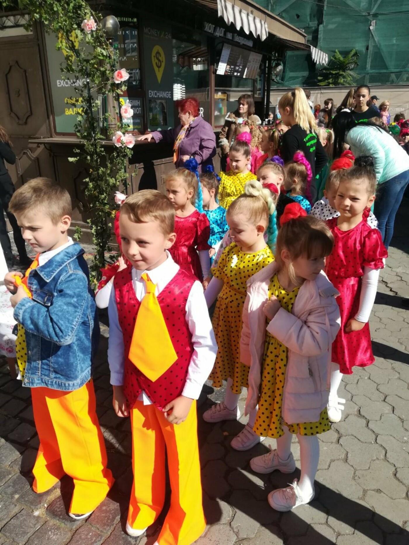 В Ужгороді на Театральній влаштували свято для людей похилого віку (ФОТОРЕПОРТАЖ), фото-55