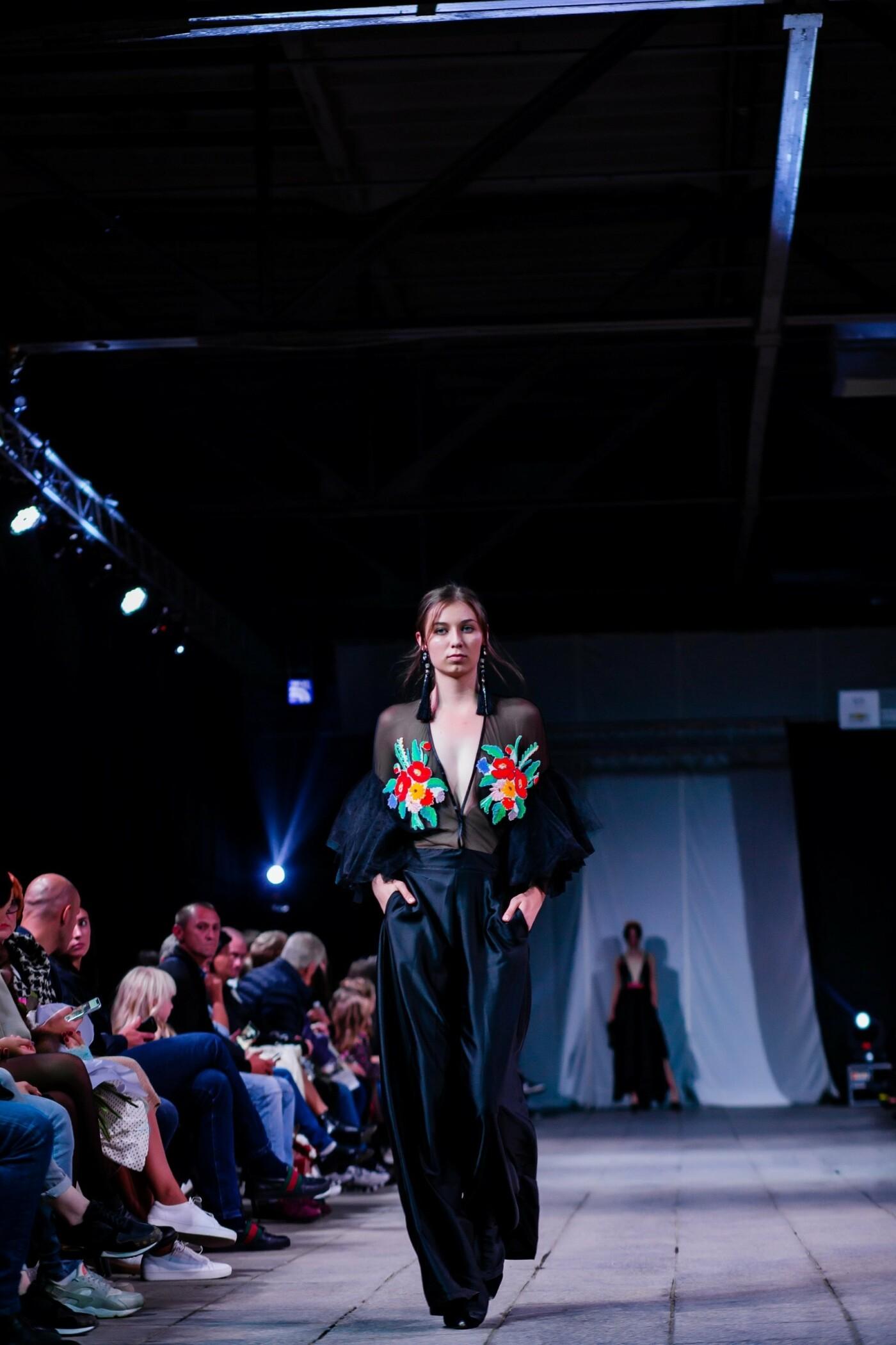 В Ужгороді ефектно пройшов X-ий Uzhgorod Fashion Day (ФОТОРЕПОРТАЖ), фото-18