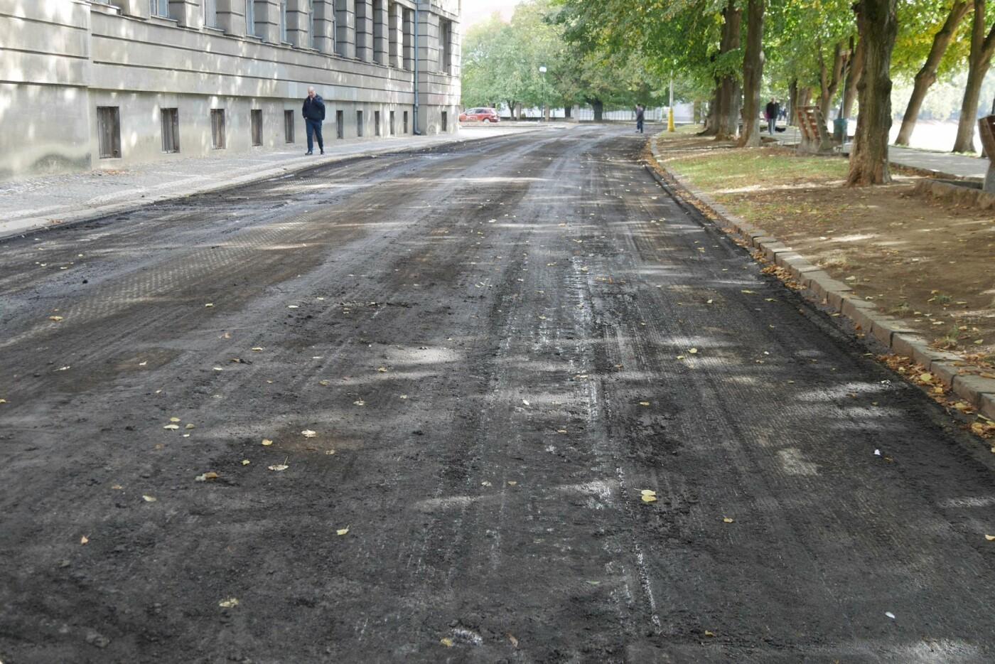 На ужгородській набережній стартував ремонт - готуються до заміни покриття на проїжджій частині (ФОТО), фото-2