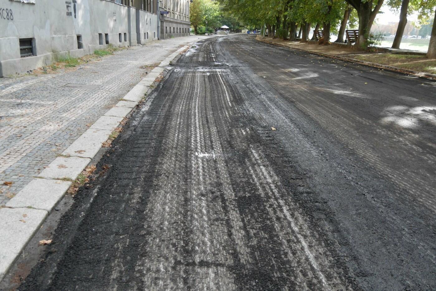 На ужгородській набережній стартував ремонт - готуються до заміни покриття на проїжджій частині (ФОТО), фото-3
