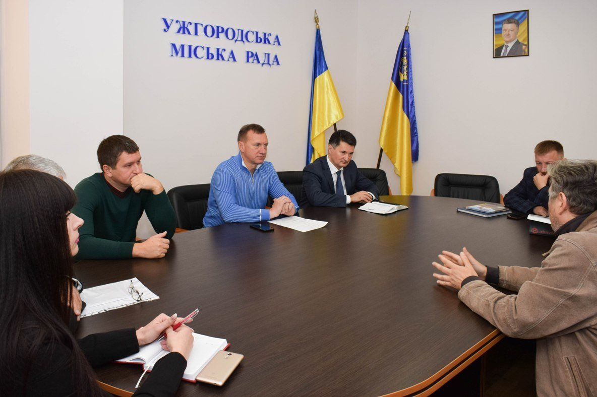 В Ужгородській міськраді обговорили, якими мають бути ліхтарі та лавиці на набережній Незалежності (ФОТО), фото-5