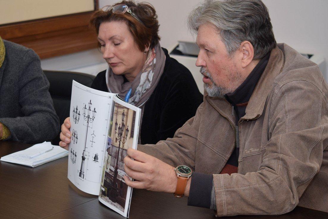 В Ужгородській міськраді обговорили, якими мають бути ліхтарі та лавиці на набережній Незалежності (ФОТО), фото-2