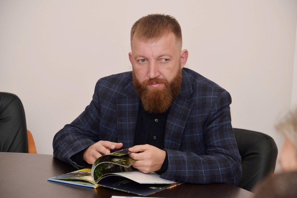 В Ужгородській міськраді обговорили, якими мають бути ліхтарі та лавиці на набережній Незалежності (ФОТО), фото-1