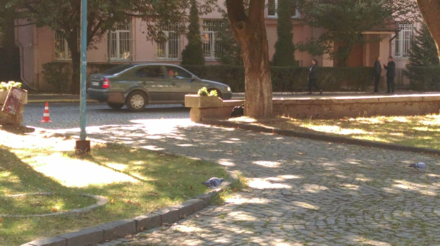 На вулиці Довженка в Ужгороді виявили підозрілу сумку (ФОТО, ОНОВЛЕНО), фото-1
