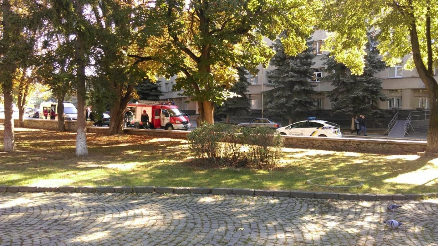 На вулиці Довженка в Ужгороді виявили підозрілу сумку (ФОТО, ОНОВЛЕНО), фото-2