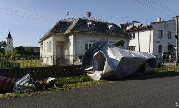 У Словаччині за 5 км від Ужгорода із серйозними наслідками пройшов торнадо (ФОТО, ВІДЕО) , фото-6