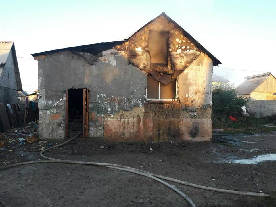 За вихідні рятувальники гасили три житлові будинки на Закарпатті (ФОТО), фото-2