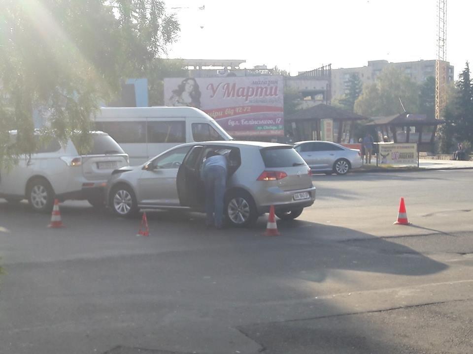 В Ужгороді позашляховик, раптово пригальмувавши, спричинив ДТП (ФОТО), фото-3